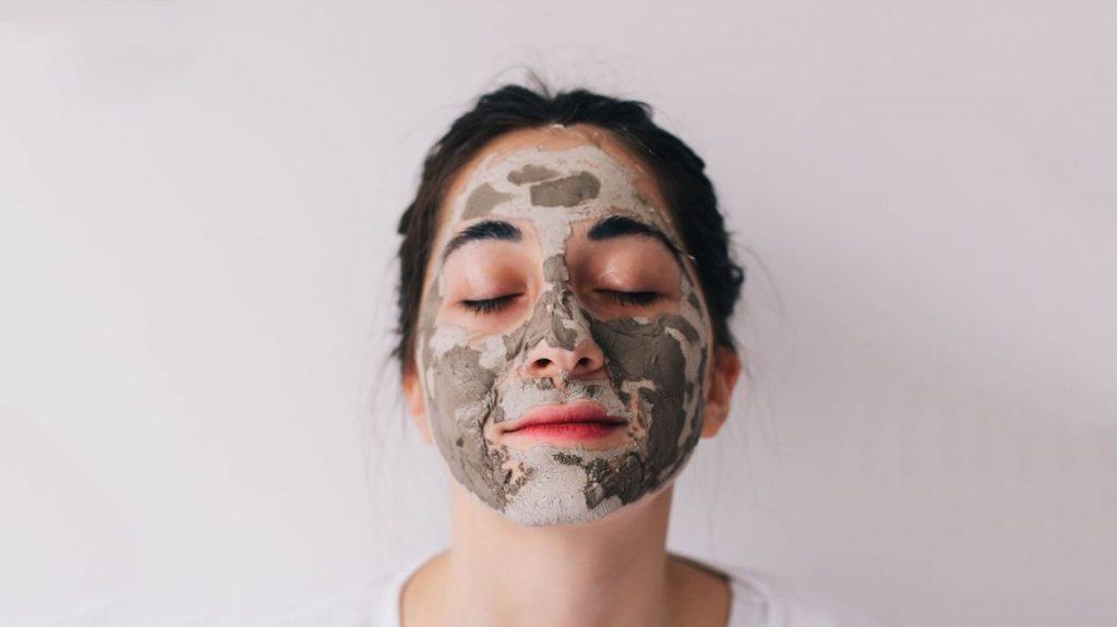 How To Apply Face Mask Properly
